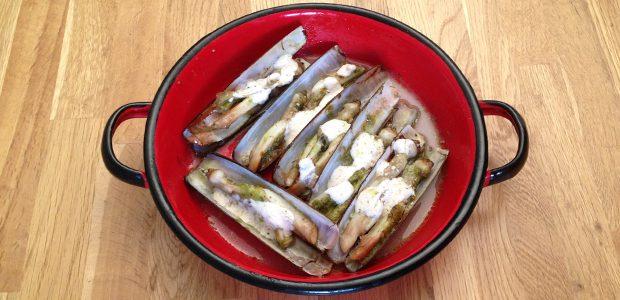 Couteaux de mer au pesto de radis et yuzu