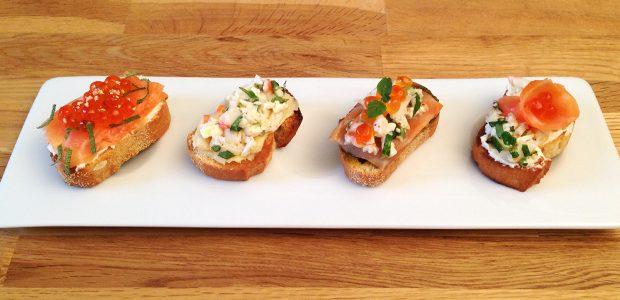 Déclinaison de toasts au saumon et gambas